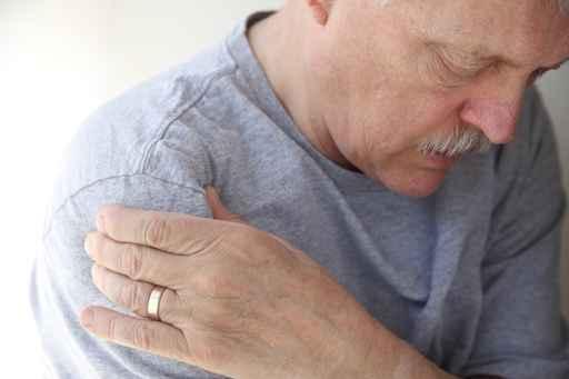 Nicht selten strahlt CMD vom Kiefer bis in die Schultern aus
