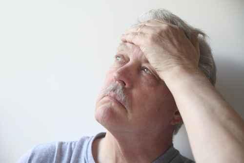 Kiefergelenksprobleme können zu Kopfschmerzen führen.