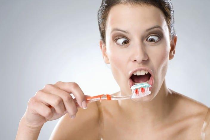 Wo die Zahnbürste nicht hinkommt - Prophylaxe beim Zahnarzt